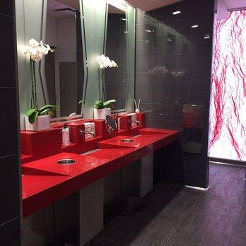 SKyclub bathroom SFO.jpg